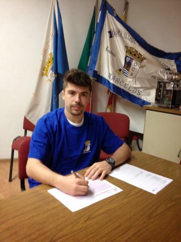 Hugo Costa continua no OC Barcelos