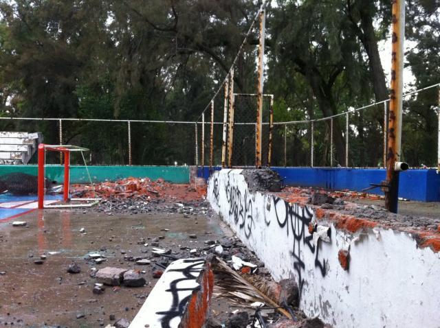 México com rinque praticamente destruído