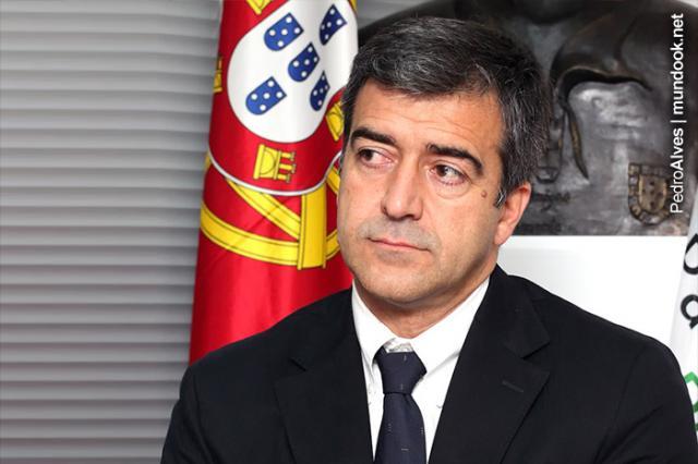 Ernesto Sebastião abandona «miúdas»
